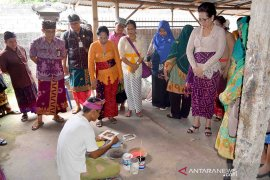 Kerajinan pelepah pisang Bali diekspor ke Spanyol