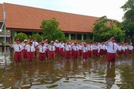 Nirfaedah Politisasi Banjir