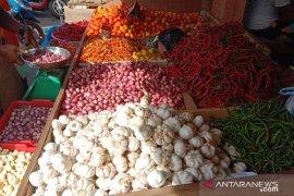 Harga bawang di pasar tradisional Ambon masih mahal