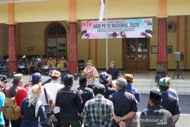 Wartawan Probolinggo peringati HPN gelar upacara bendera