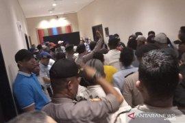 Arena Kongres PAN ricuh, massa minta registrasi pendaftaran peserta ditutup