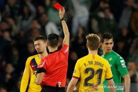 Wasit pertandingan Barca vs Betis diistirahatkan setelah tak mampu kendalikan pertandingan