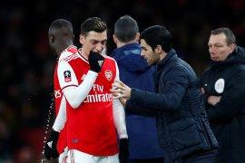 Mesut Ozil sanjung pelatih Arteta meski baru menang tiga kali