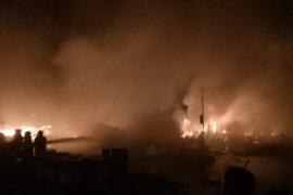 Api hanguskan lanting BBM di Sintang