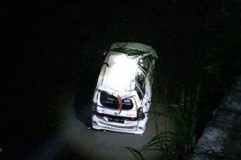 Mobil terjebur ke sungai di Blitar, satu meninggal