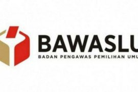 Bawaslu Surabaya diminta tertibkan alat peraga kampanye
