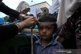 Ratusan anak ikuti layanan Posyandu di kecamatan Alang Lebar Page 2 Small