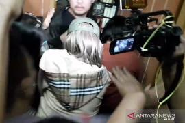Lucinta Luna  bungkam saat tiba di Rutan Narkoba Polda Metro Jaya