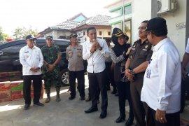 Bupati Tabalong serahkan bantuan korban banjir