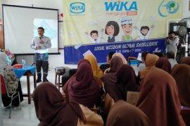 """Program """"WIKA Mengajar"""" buka wawasan pelajar Karawang agar siap hadapi persaingan"""