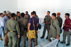 Polres Pegubin bantu TNI evakuasi bangkai helikopter MI-17 milik TNI AD