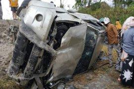 Jalan licin, mobil Fortuner alami kecelakaan tunggal di jalan Takengon-Bireuen