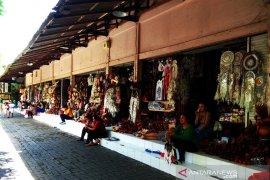 Pasar seni Guwang-Gianyar sepi pembeli, akibat Corona