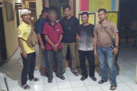 Sakit hati, suami bakar mobil milik istri di Banda Aceh