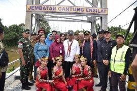 Menteri PUPR resmikan jembatan gantung Rp3,9 M di Silat Hulu