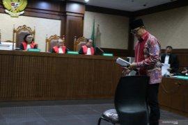 Imam Nahrawi didakwa terima suap-gratifikasi Rp20,148  miliar