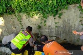Polisi selidiki penyebab seorang warga tertabrak kereta api di Tasikmalaya