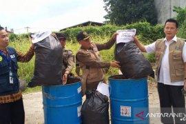 Pemkab Tangerang menghancurkan berkas coretan peserta ujian CPNS