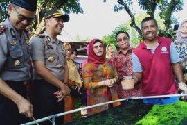 Putri Wapres Ma'ruf Amin kunjungi sentra batik ciprat di Blitar