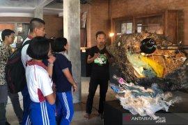 Puluhan karya seni dari sampah dipamerkan di Buleleng-Bali