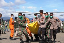 Polisi Pegubin bantu evakuasi 12 jenazah prajurit TNI