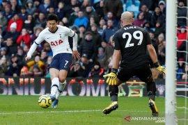 Striker Tottenham Hotspur  Son Heung Min raih penghargaan militer