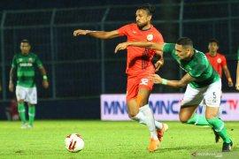 Bek asing Madura United, Jaimerson Xavier asah kontrol bola lewat sepak takraw
