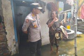 Dinkes Sidoarjo bantu pengobatan korban banjir di Tanggulangin