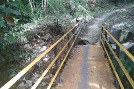 Dua warga hanyut terbawa banjir bandang