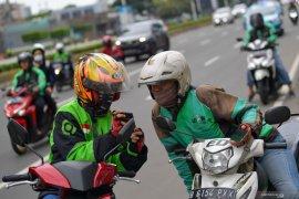 Pengemudi ojek online Depok kecewa belum bisa angkut penumpang