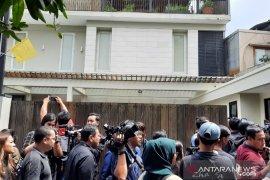 Pemakaman Ashraf Sinclair, tunggu kedatangan keluarga dari Malaysia