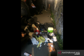 Diduga bom, tas di Kembangan berisi krupuk kulit pedas