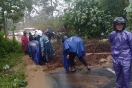 Empat titik longsor terjadi di Kabupaten Magelang