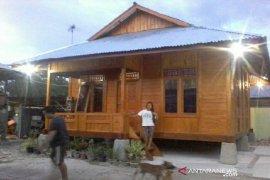 Korban gempa kembali tersenyum karena sudah kembali miliki rumah