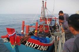 KRI Kerambit-627 tangkap kapal ikan pencurian ikan Malaysia di Selat Malaka