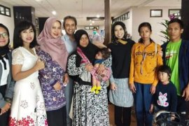 Teh Ineu bantu pengobatan bayi Ulfa, penderita benjolan di kepala