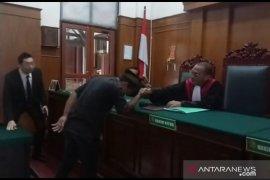 Pengadilan Surabaya sahkan Putri Natasya sebagai lelaki, nama barunya Ahmad Putra Adinata