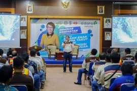A company in Tabalong educates employees through health seminar