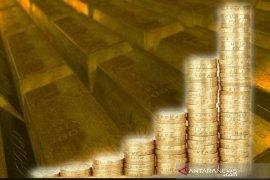 Emas raih kenaikan hari ketiga beruntun, ditopang pelemahan terhadap dolar AS