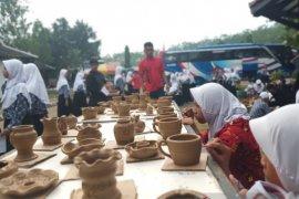 Ribuan gerabah keramik Plered diekspor ke India pada awal tahun