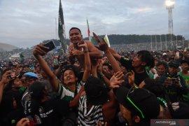 Reaksi bonek saat Persebaya juara Piala Gubernur Jatim