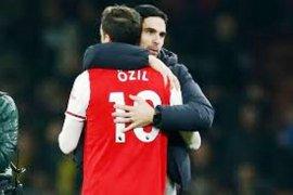 Ozil dan Torreira tak ikut Arsenal ke Yunani hadapi Olympiakos