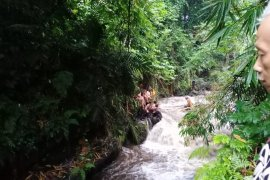 Ratusan siswa SMPN 1 Turi terseret arus Sungai Sempor