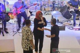 Bupati Bogor dapat saweran Rp21 juta