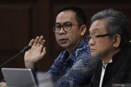 Terdakwa kasus korupsi alkes Banten, Tubagus Chaeri Wardana minta dibebaskan dari segala tuntutan