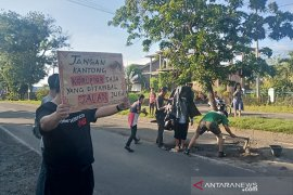 Teater Pakur gelar teatrikal soroti kerusakan jalan di Bengkulu