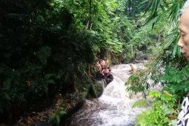 Ratusan siswa SMP terseret banjir saat kegiatan Pramuka