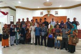 Kapal bantuan Pemprov Maluku kepada SMK 6 Tanimbar terbengkalai