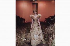 Desainer Indonesia Hian Tjen pamerkan koleksi busana di Milan Fashion Week