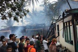 Empat rumah hangus terbakar, satu orang meninggal dunia